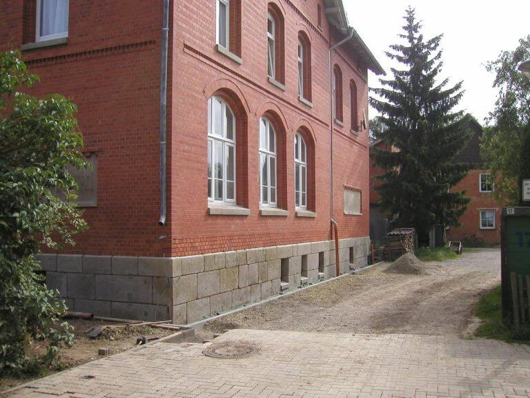 pg-lange - Alte Schule Düderode Fassade teilsaniert