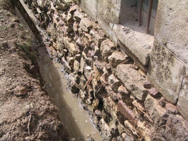 pg-lange - Alte Schule Düderode Gründung Bruchsteinmauerwerk stehendes Wasser