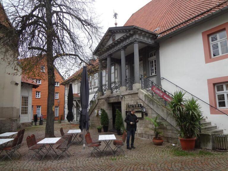 pg-lange - Altes Rathaus Osterode Freitreppe mit Hauptzugang Gastronomie