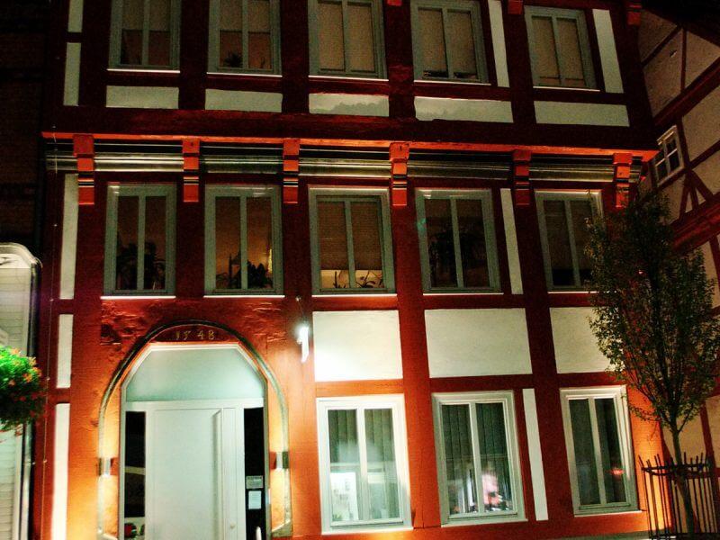 pg-lange - Breite Straße 49 Fassade Stadt Nacht