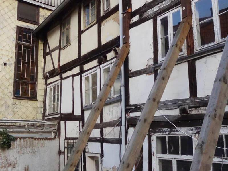 pg-lange - Thörmersches Haus Fassade Süd Notbstützungen