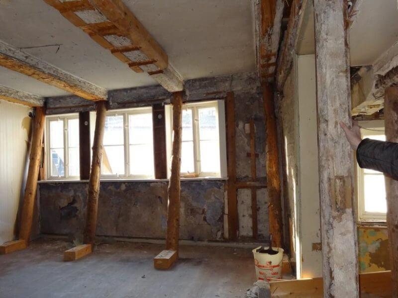 pg-lange - Thörmersches Haus Osterode Innenseite Südfassade Notabstützungen