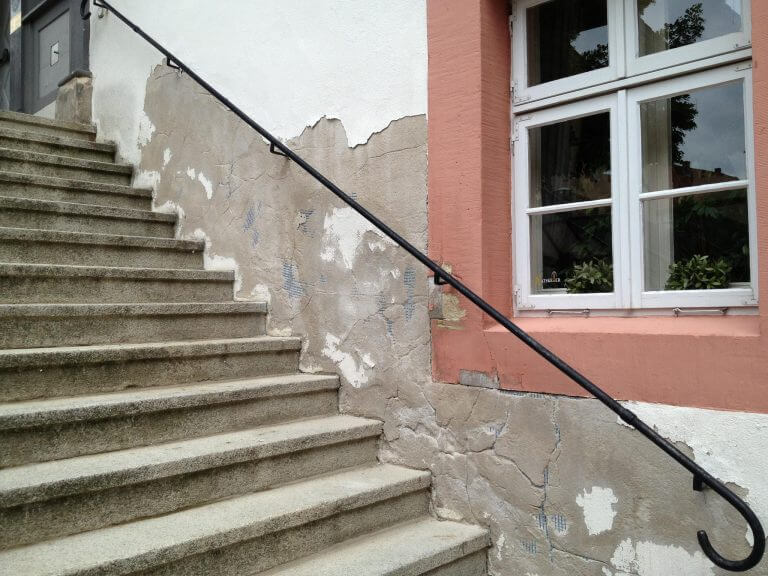 pg-lange - Altes Rathaus Osterode Feuchtigkeit- und Salzeintrag Außentreppe