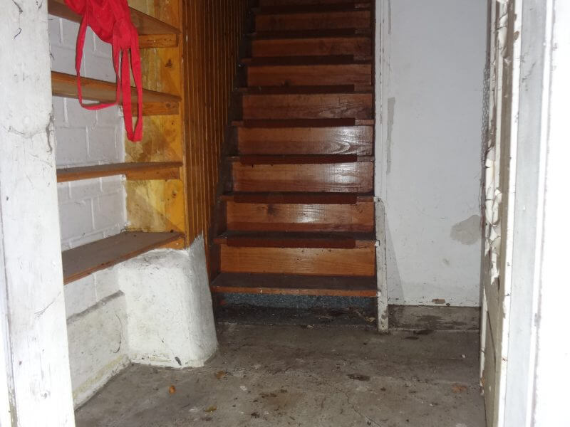 pg-lange - Schupenstiel 18 Northeim Erdgeschoss von Hintereingang Blick auf Treppe